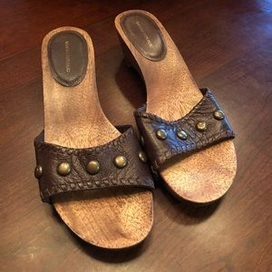 Banana republic leather sandals w/ wood heel sz 8